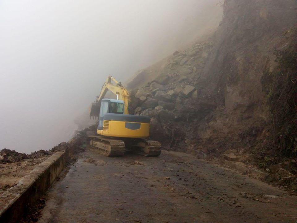 Se sigue atendiendo la vía #Nariño Antioquia