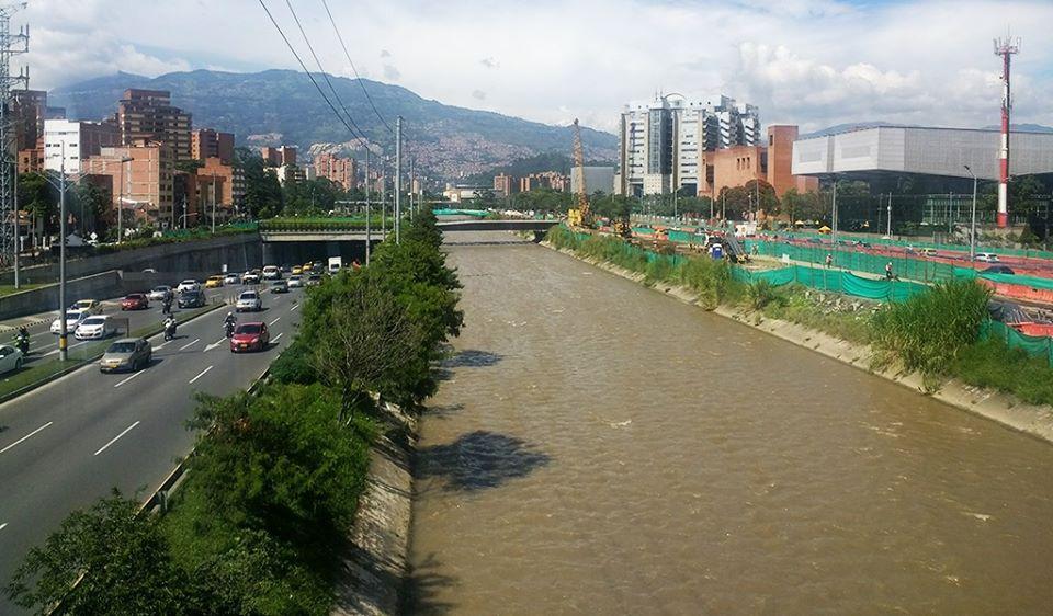 Hombre apareció muerto después de violar a una niña en Medellin Colombia