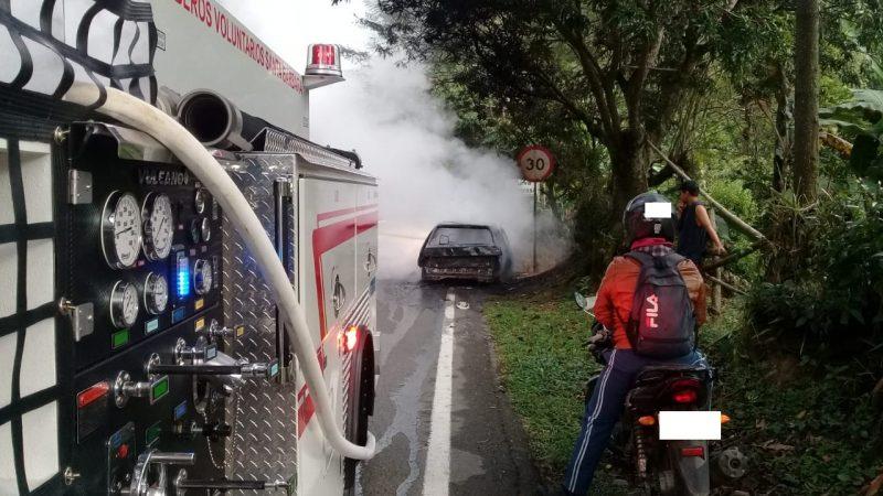 Incendio de un vehículo en Santa Bárbara Antioquia deja pérdida total