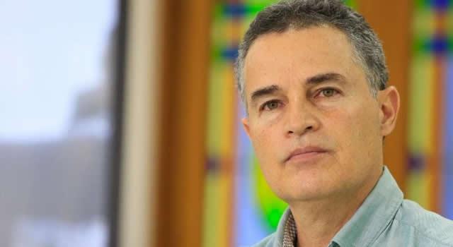 Aníbal Gaviria, gobernador de Antioquia, permanece aislado por posible contagio de Covid 19