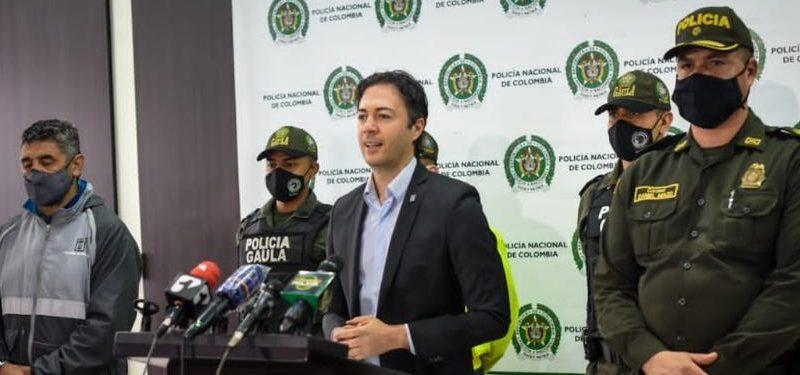 El alcalde Daniel Quintero y la Policía Metropolitana anunciaron la captura de 35 presuntos integrantes de cuatro grupos delincuencial