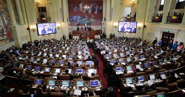 En plena Navidad Duque firma el decreto que aumenta el salario de los congresistas