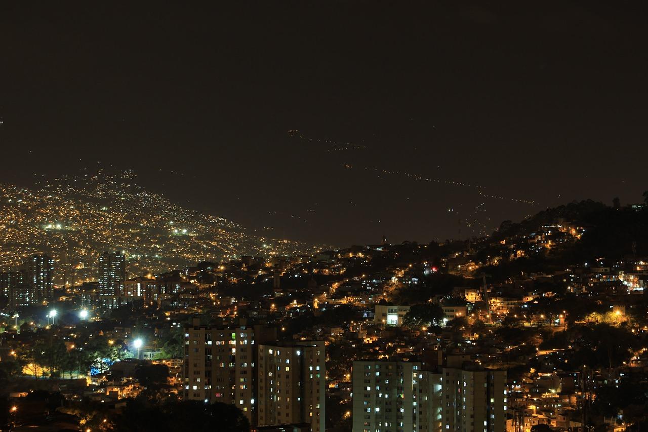 Se extrema el toque de queda y otras medidas en Medellín