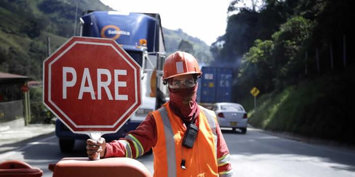 Gobierno nacional fija horarios y tránsito de vehículos en vía Calarcá – Cajamarca para Año Nuevo y puente de Reyes