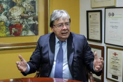 Murio por COVID-19 el ministro de Defensa, Carlos Holmes Trujillo.
