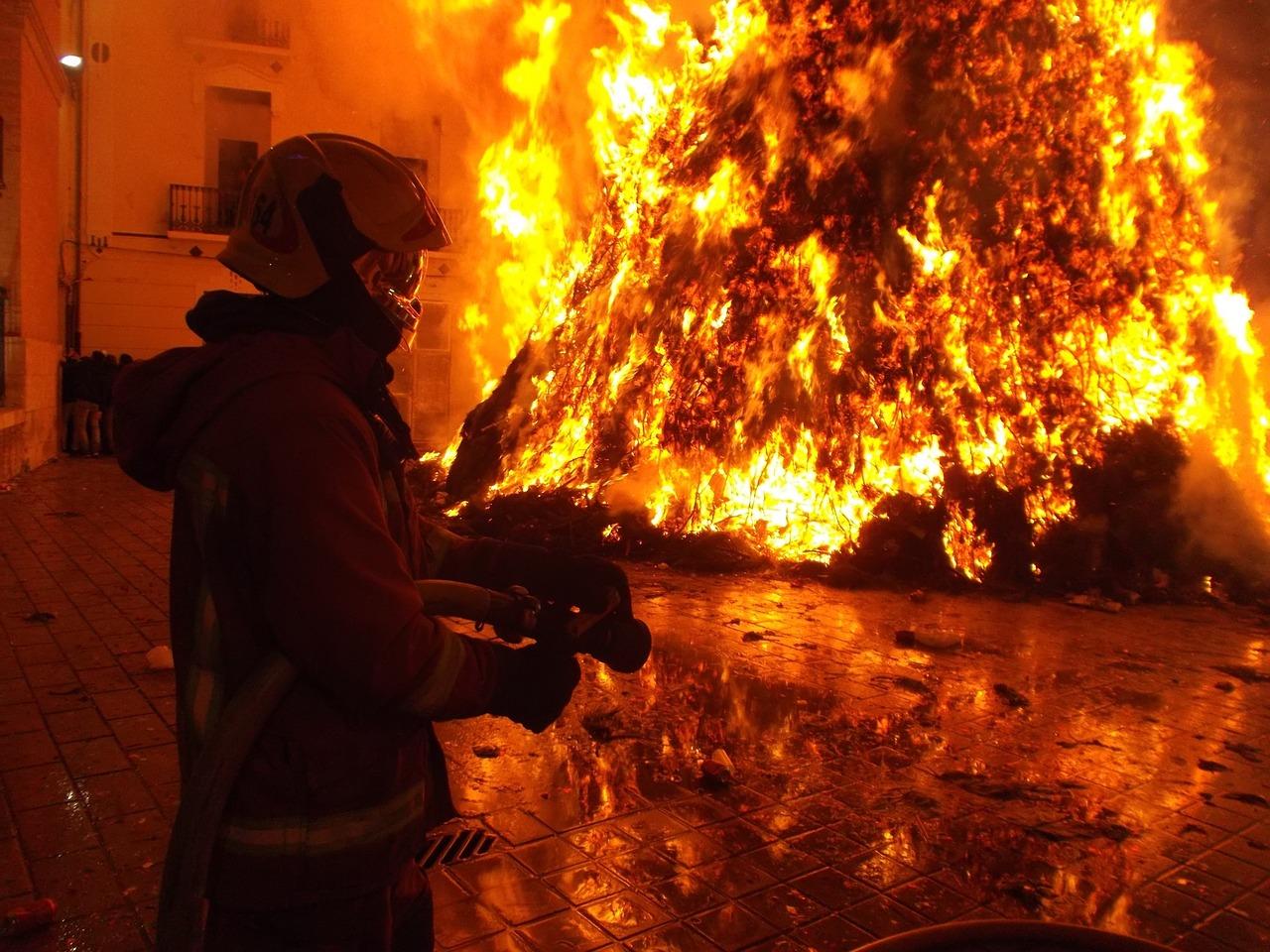 Duque anuncia ayuda humanitaria para damnificados por incendio en Montería