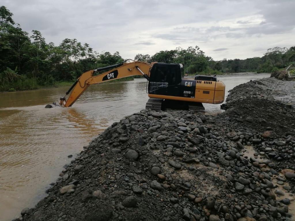 En Vigía del Fuerte se llevo la intervención con maquinaria amarilla para reducir riesgo por socavación.