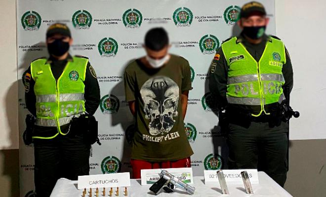 En  La Virginia Risaralda capturado un hombre con un arma de fuego, proveedores
