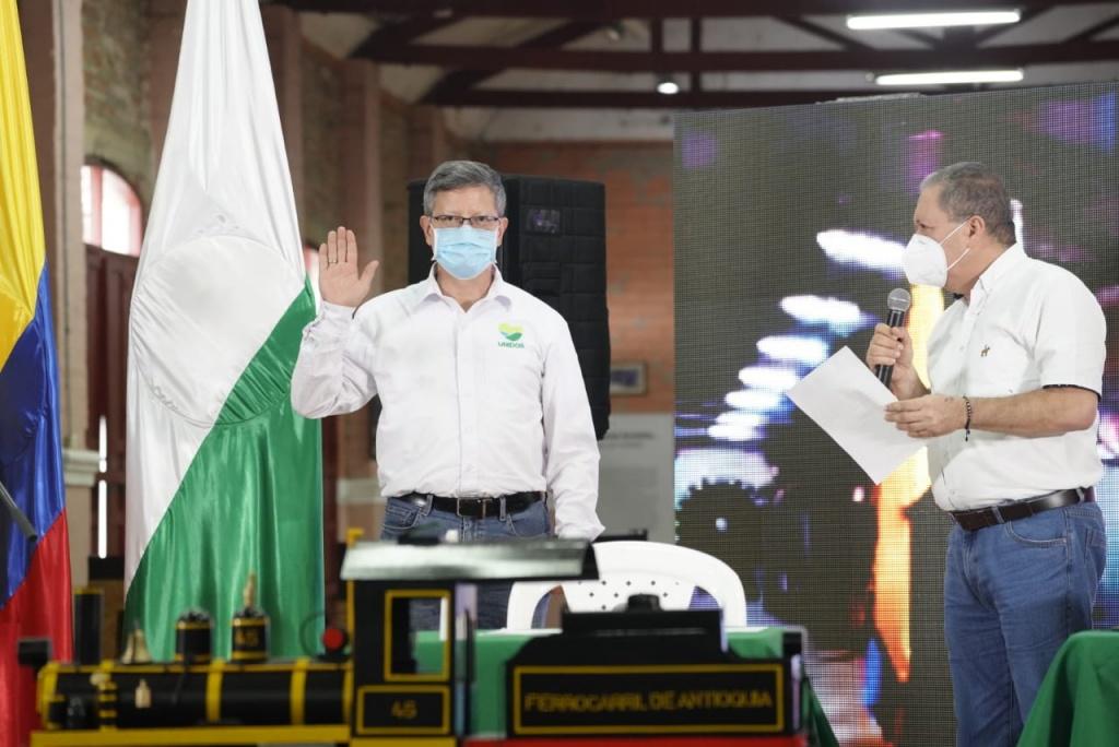 Luis Fernando Suárez Vélez tomó posesión como Gobernador de Antioquia encargado, tras la ratificación de su designación por parte del Gobierno Nacional