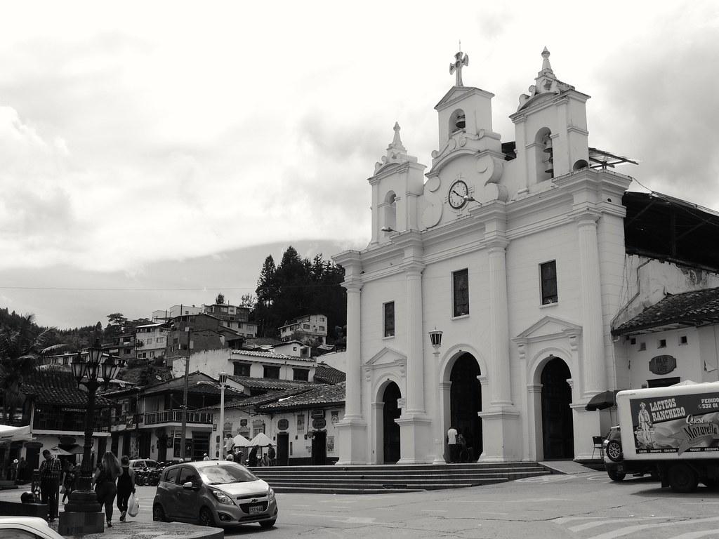Secretaría de Educación de Antioquia y la Alcaldía de El Retiro entregan computadores para instituciones educativas oficiales de este municipio
