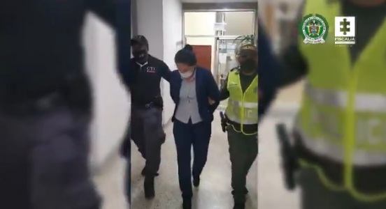 Cárcel para mujer que presuntamente se hacía pasar por asesora comercial de entidad bancaria para hacer 'cambiazos' de tarjetas de crédito