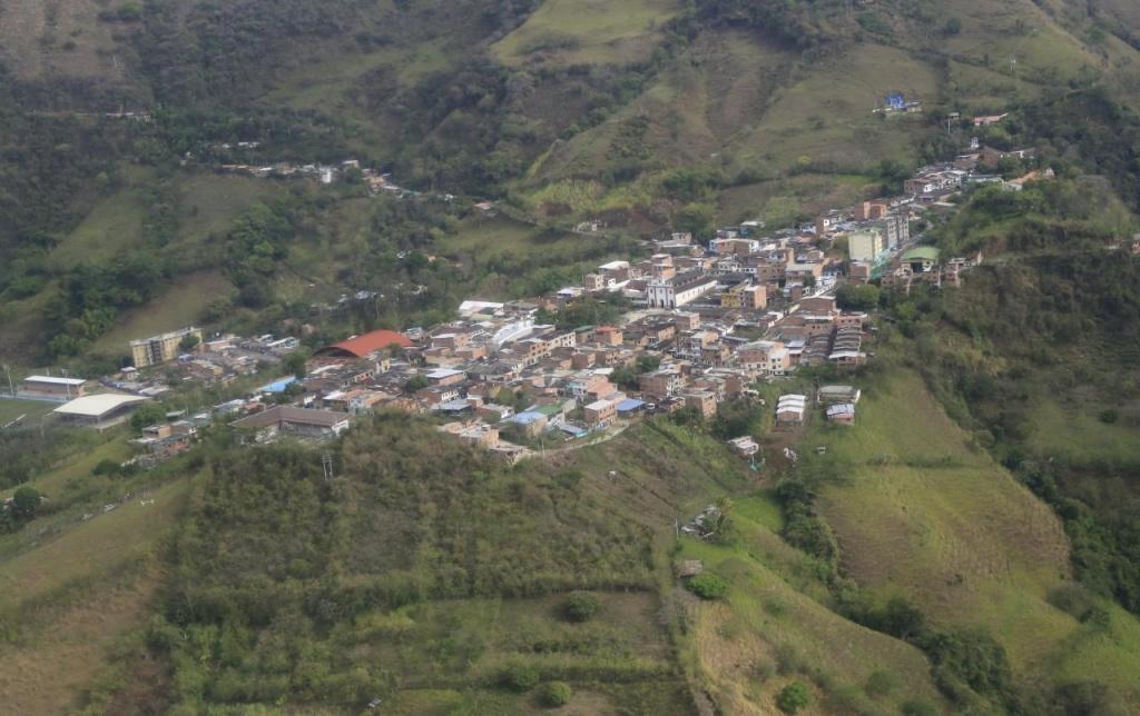 Gobernador (e) de Antioquia visitó el municipio de Peque para constatar situación de seguridad en esa población