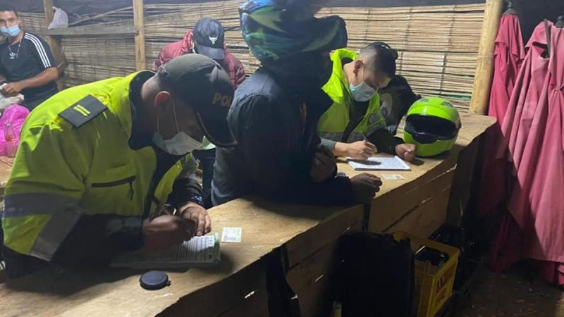 Más de 70 personas fueron sorprendidas en El Carmen de Viboral en medio de una gallera