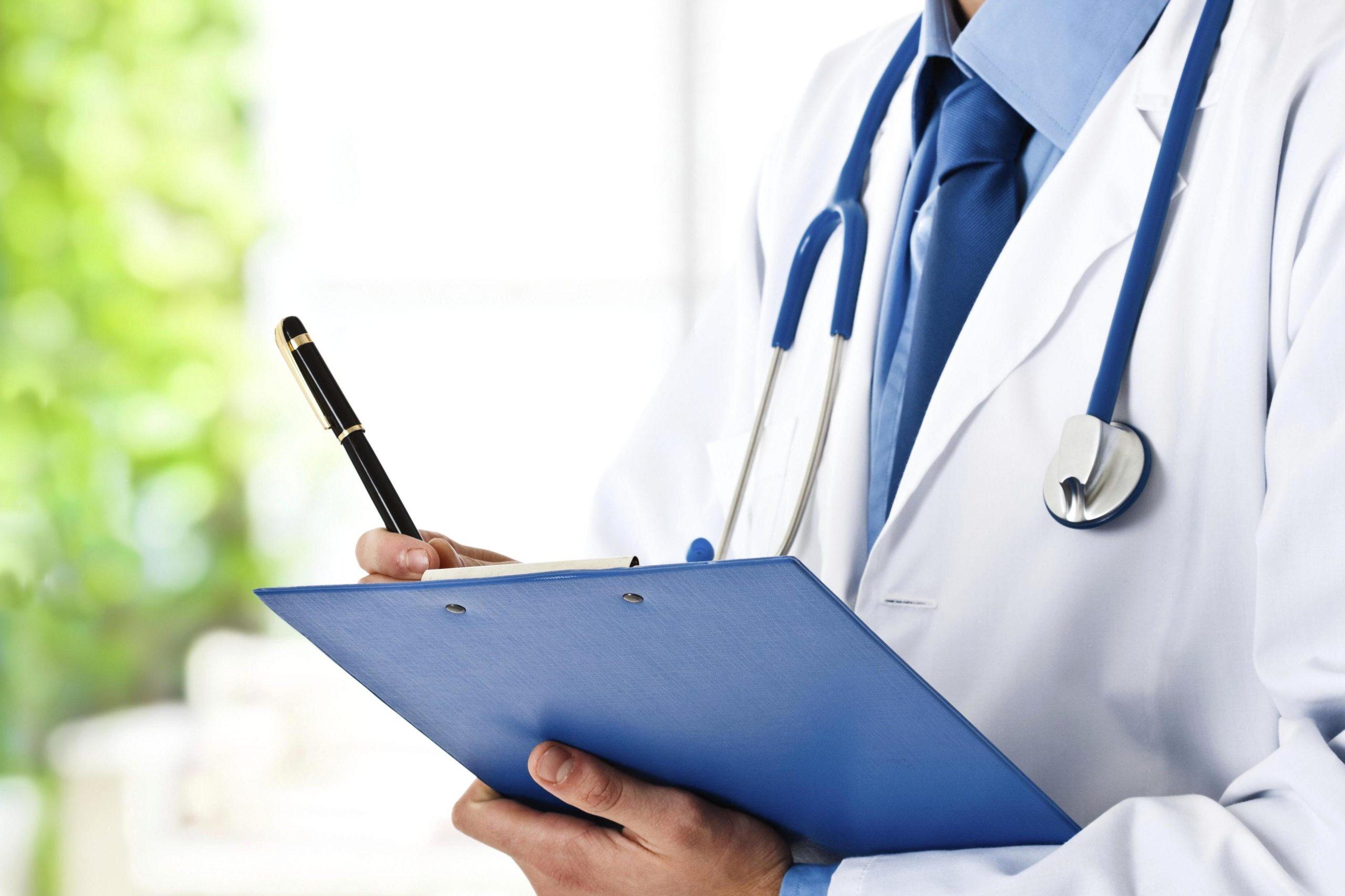 Asegurado médico que habría abusado sexualmente de dos mujeres adultas mayores