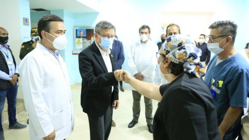 Gobernador (e) de Antioquia recorrió el Hospital La María con el Superintendente Nacional de Salud