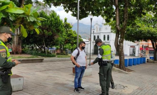 En Medellín 3.206 comparendos impuestos a quienes no acataron las medidas decretadas.