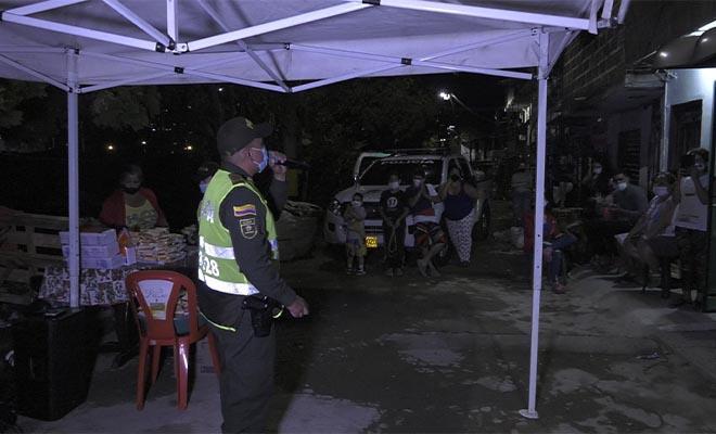 Habitantes del sector El Carmelo en Itagüí recibieron ayudas luego de ser afectados por las lluvias.