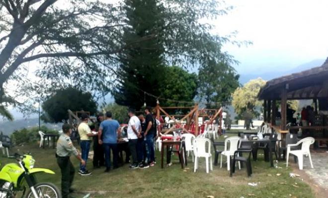 En San jeronimo Antioquia 80 personas sorprendidas y varias órdenes de comparendo fue el resultado de una pelea de gallos