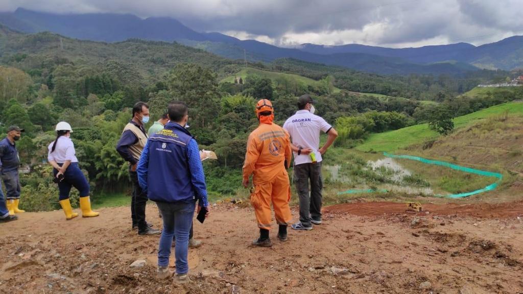 Tras movimiento en masa sobre el río Medellín a la altura de Caldas, se recomienda monitoreo de la ladera y la cuenca