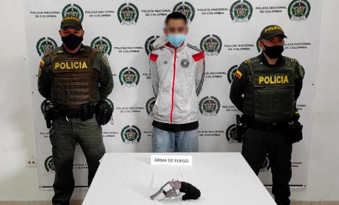 Capturado un hombre con un arma de fuego ilegal, en el sector del viaducto Cesar Gaviria Trujillo