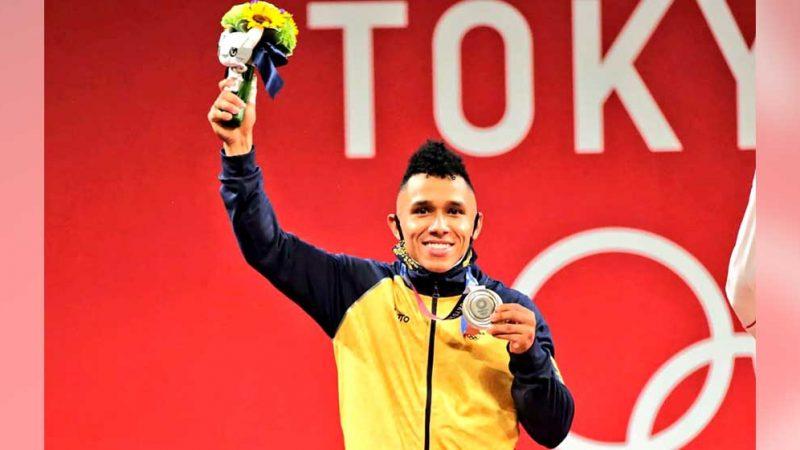 El pesista Luis Javier Mosquera da a Colombia la primera medalla de plata en los Juegos Olímpicos Tokio 2020