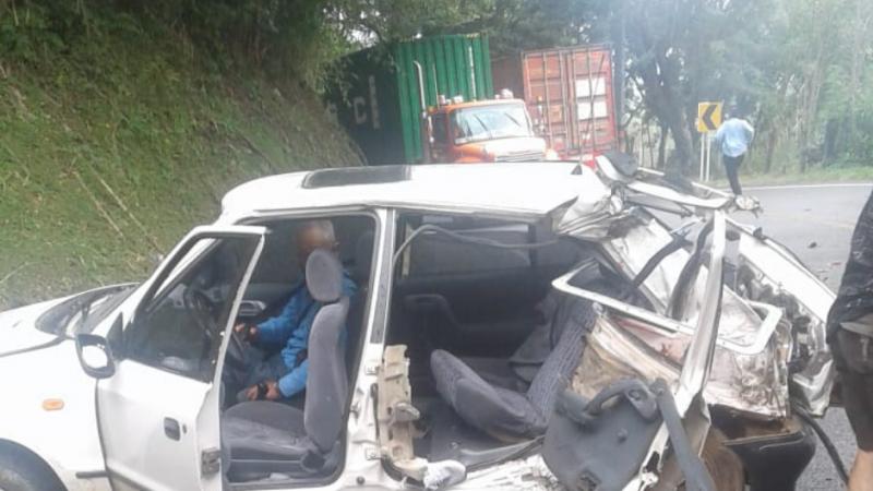 Accidente de tránsito deja un muerto y dos heridos en la via La Pintada Santa Barbara.