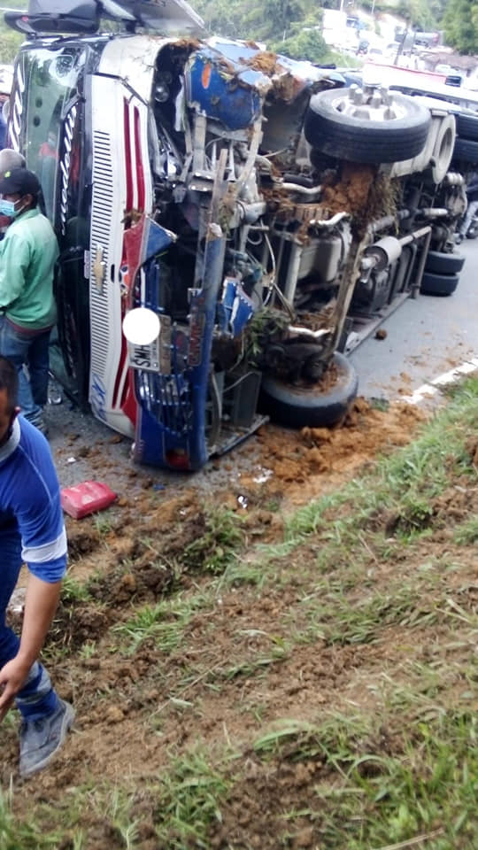 Una semana muy accidentada en la vía Santa Barbara – Medellin