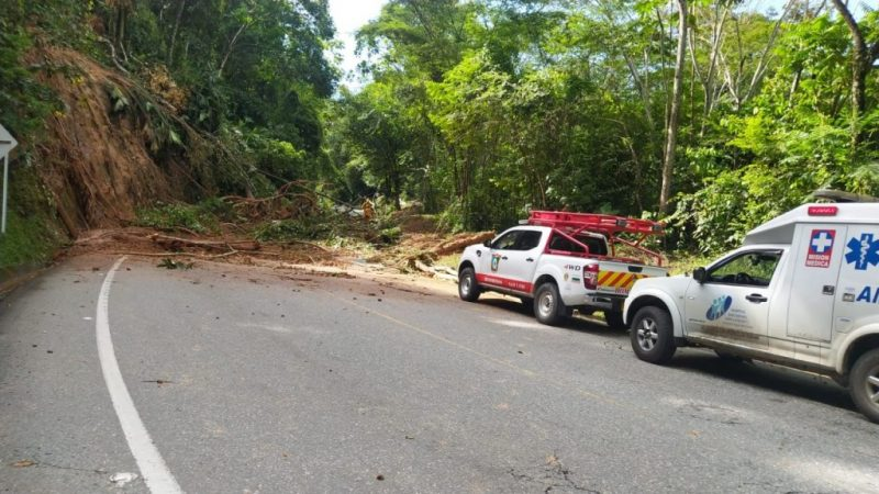 Deslizamiento de tierra en San Luis deja cuatro heridos y una persona fallecida