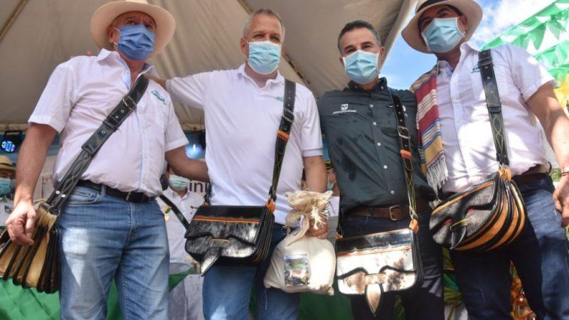 Antioquia y Caldas reiteran compromiso para recuperación y pavimentación de los 159 kilómetros de la Vía del Renacimiento